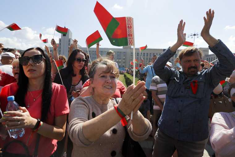 Лукашенко улетел на вертолете