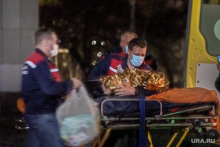 Прибытие борта вертолета с истощенной девочкой из Карпинска. Екатеринбург