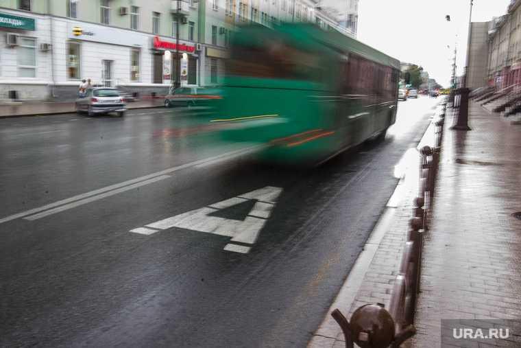 В Госдуме хотят разрешить водителям ездить по выделенным полосам