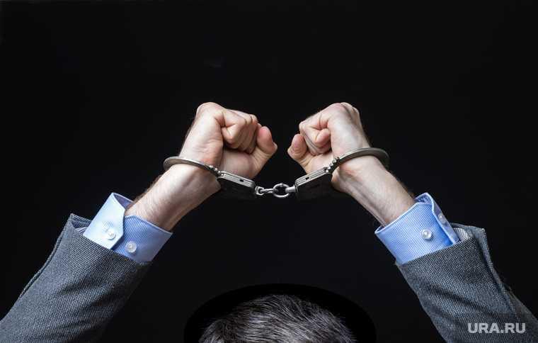В РФ предложили лишать свободы людей иноагентов