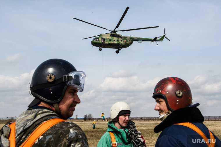 Тренировка десантников-пожарных. Свердловская область, поселок Заря