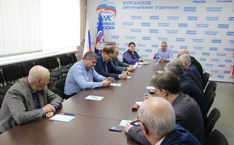 В «Единой России» назвали кураторов праймериз. Членов партии среди них — минимум