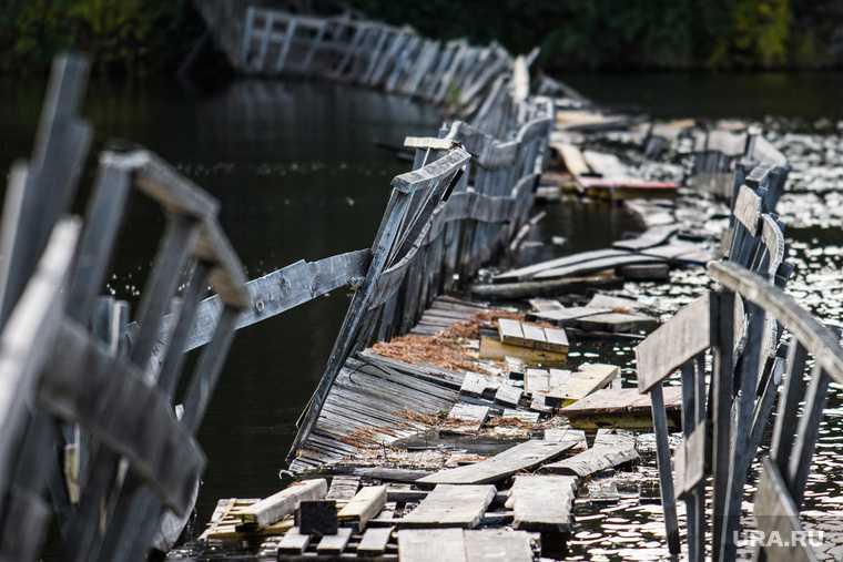 В Ишиме упал подвесной мост
