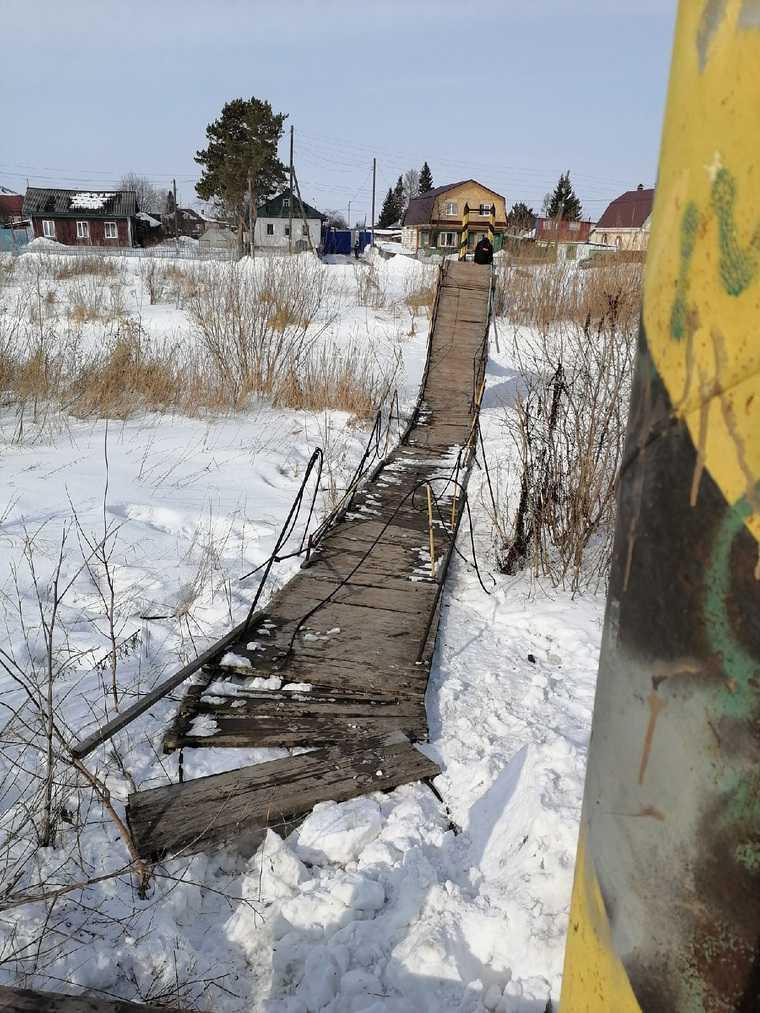 В городе под Тюменью рухнул подвесной мост. Фото