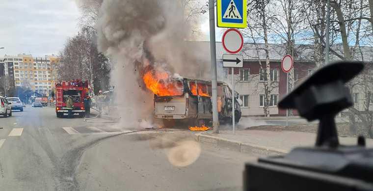 новости хмао горит автомобиль пожар в ханты-мансийске рядом со школой пострадавшие при пожаре