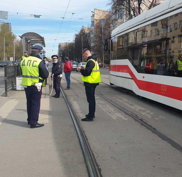 В центре Екатеринбурга ребенок попал под трамвай. Фото