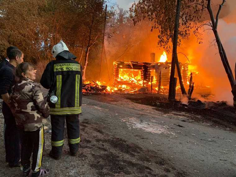 В Екатеринбурге загорелись частные дома. «Предположительно, подожгли пух». ФОТО. ВИДЕО