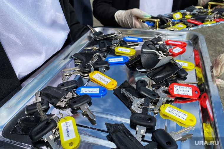 Вручение ключей от машин в центре медицины катастроф. Курган